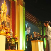 Bangkok's Deputy-Governor delivers a royal tribute