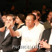 Malaysian Minister for Sports and Youth, YB Dato' Sri Ahmad Shabery Cheek gives a thumbs up for Muaythai