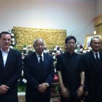 Paying respects to Khun Benja