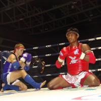Buakaw performing the wai khru