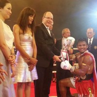 Buakaw receives cup2