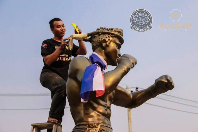 Buakaw Statue3